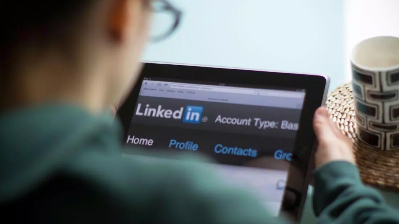 LinkedIn Profile updates to attract recruiters